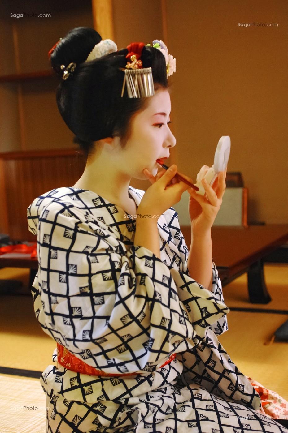 Photo De Maquillage Traditionnel Doran D Une Geisha Gion Kyoto