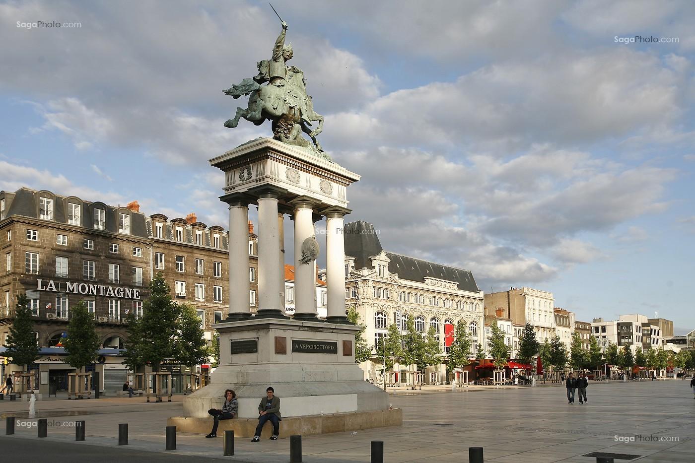 Photo de statue de vercingetorix place de jaude clermont for Casiers de rangement clermont ferrand
