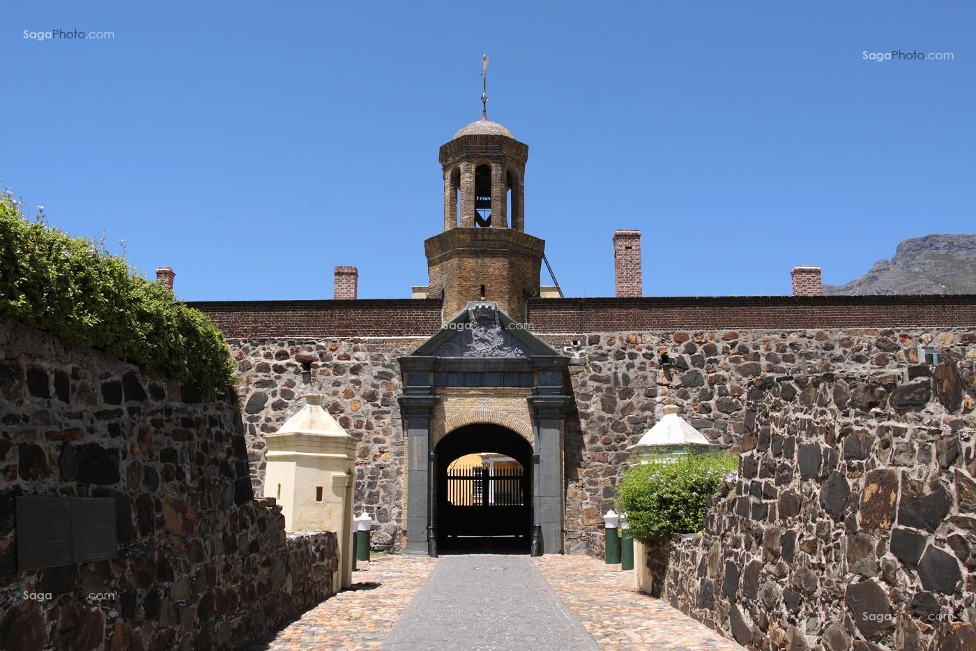Photo de entree du chateau de bonne esperance fonde par la for Architecture 17eme siecle