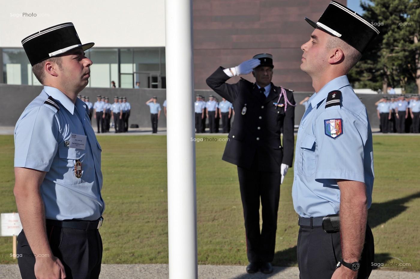 Toute l'installation des officiers