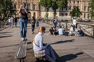 DECONFINEMENT SUR LE PONT DES ARTS A PARIS, (75) PARIS, ILE DE FRANCE, FRANCE