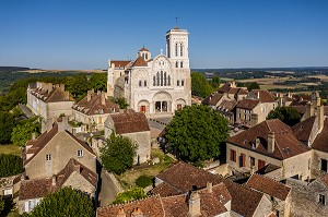 VILLAGE ET COLLINE ETERNELLE DE VEZELAY, BASILIQUE SAINTE MARIE MADELEINE, VEZELAY, YONNE, BOURGOGNE, FRANCE